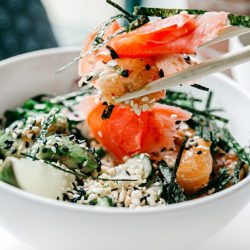 salad-with-salmon-covered-with-black-and-white-sesame-seeds-4193843